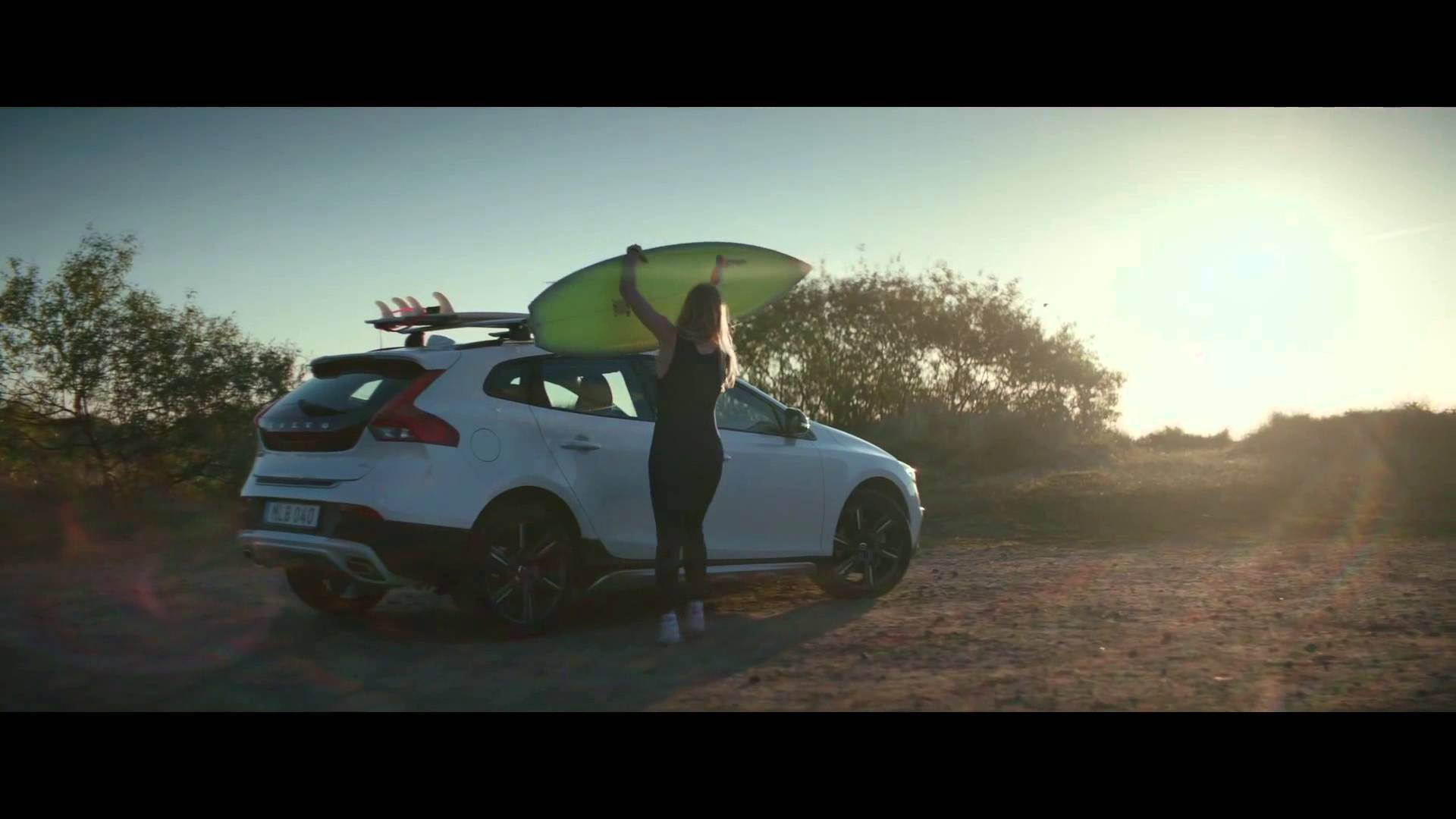 "2016 Volvo V40 Cross Country Commercial Features Nina Simone's ""Feeling Good"" - autoevolution"
