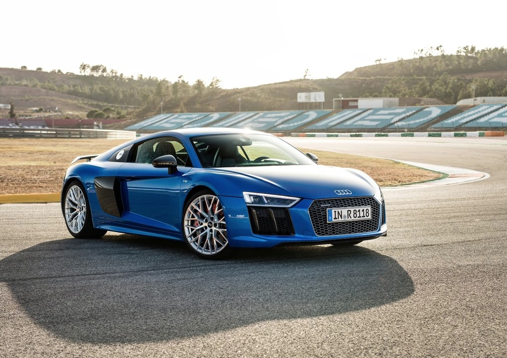 2017 audi r8 v10 plus beats lamborghini huracan in 0-60 mph and