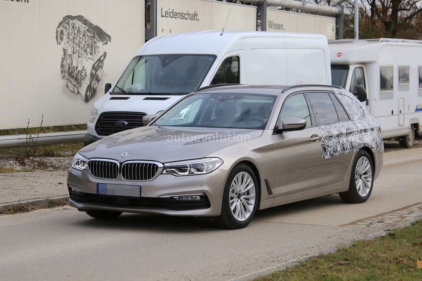 2017 bmw 5 series touring sheds camo likely to debut in geneva autoevolution. Black Bedroom Furniture Sets. Home Design Ideas