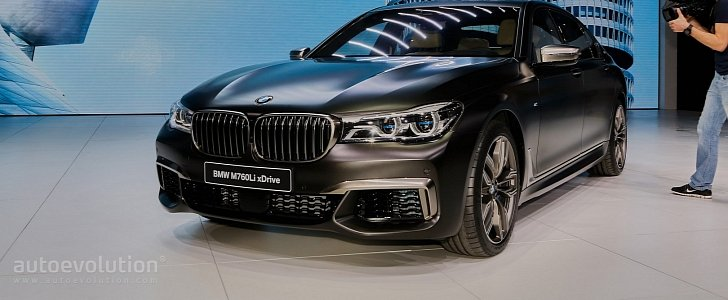 BMW M760Li xDrive V12 (2017) review by CAR Magazine