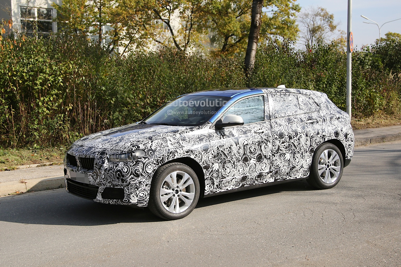 2017 bmw x2 first spy photos show production design of x1 based sport activity coupe autoevolution. Black Bedroom Furniture Sets. Home Design Ideas