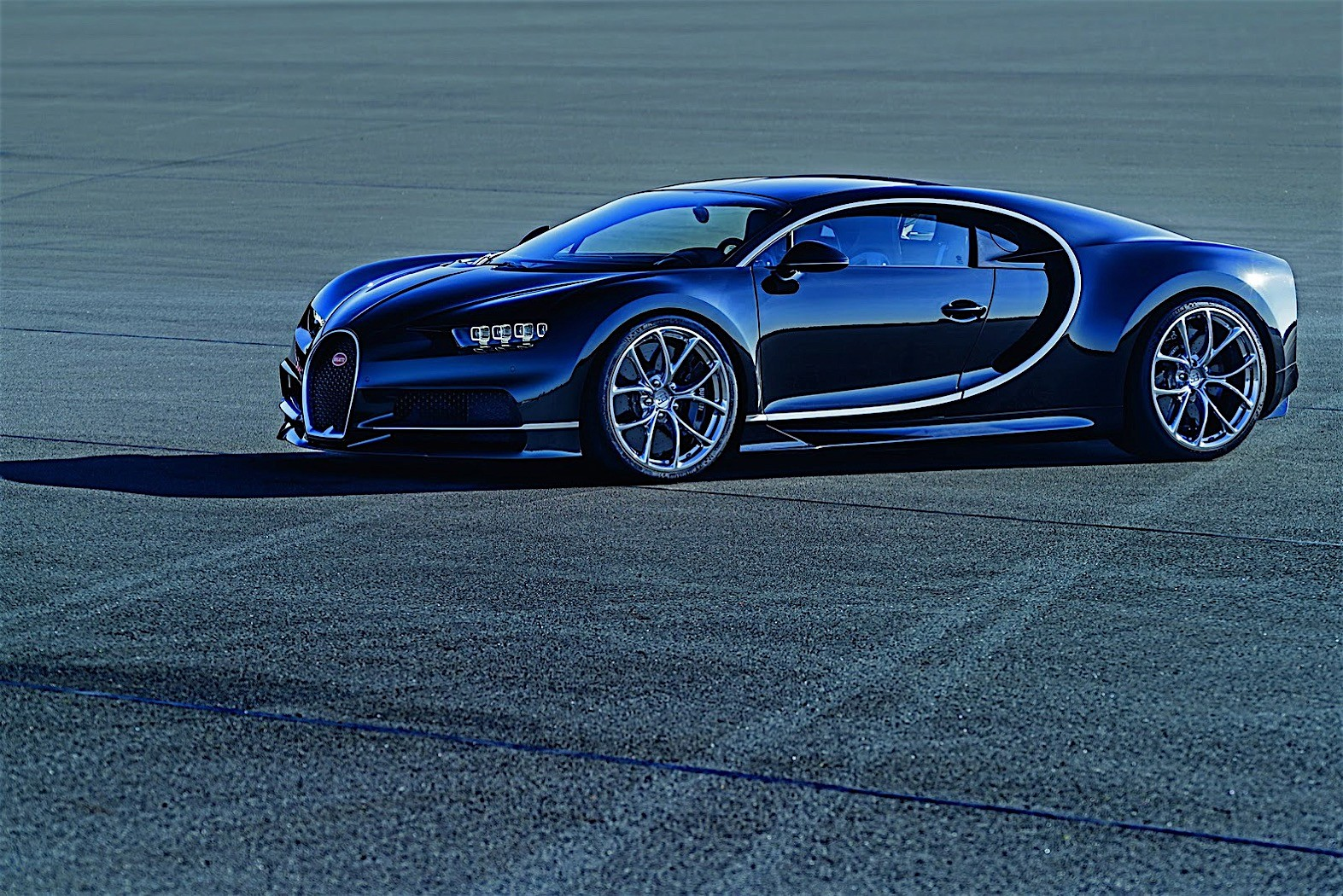 2017 bugatti chiron lets its quad turbocharged w16 loose autoevolution. Black Bedroom Furniture Sets. Home Design Ideas