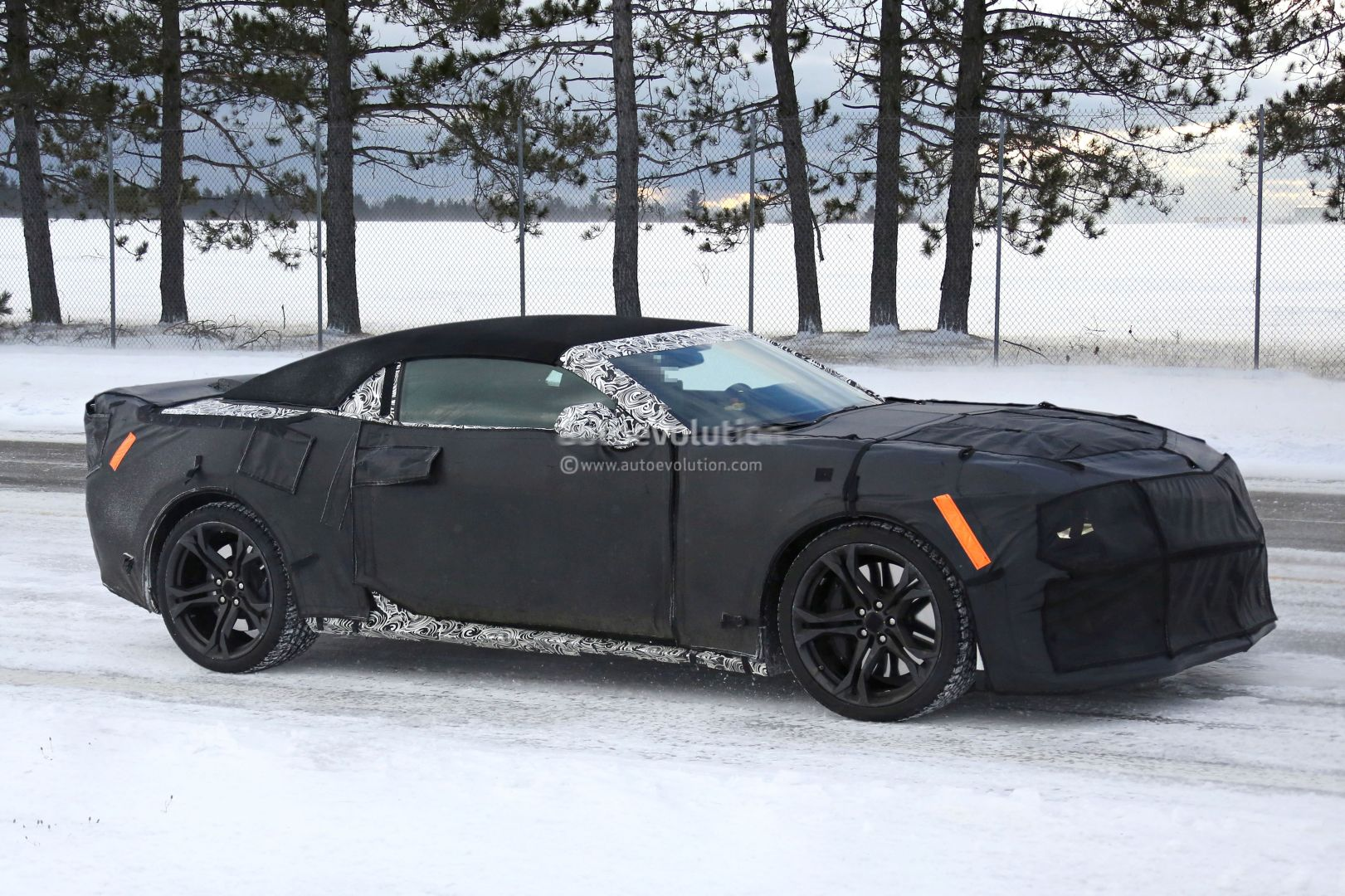 2017 chevrolet camaro zl1 convertible spied testing its supercharged 6 2l v8 in the snow. Black Bedroom Furniture Sets. Home Design Ideas