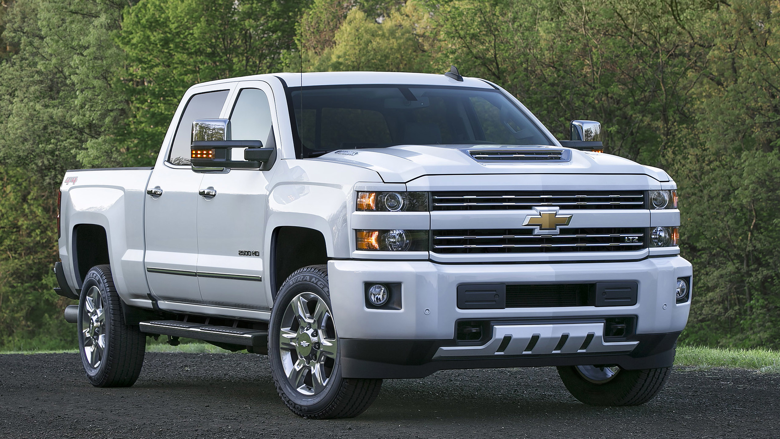 2017 Chevrolet Silverado 2500 Hd Boasts Functional Hood Scoop