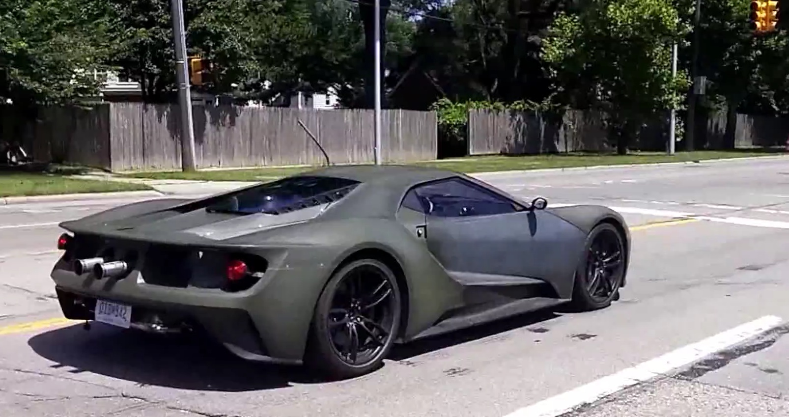 2017 Ford GT Filmed Testing in the Wild, Driver Tries to Escape ...