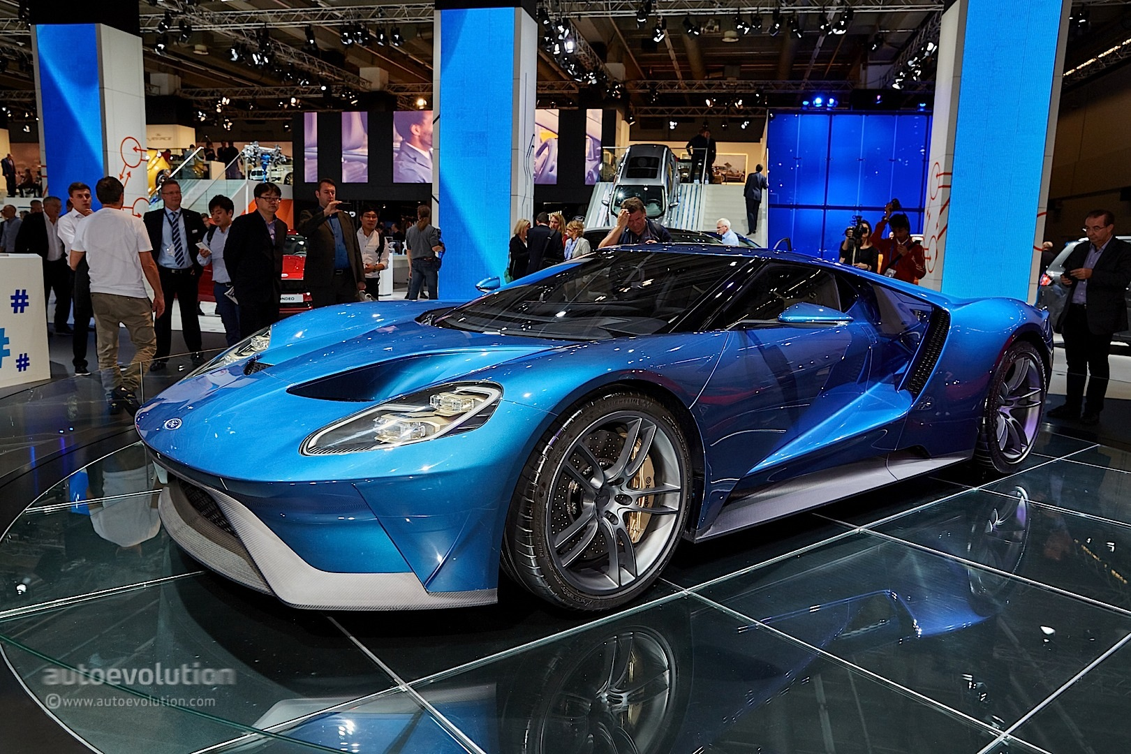 2017 ford gt stuns the frankfurt motor show crowd for Ford gt 2017 motor