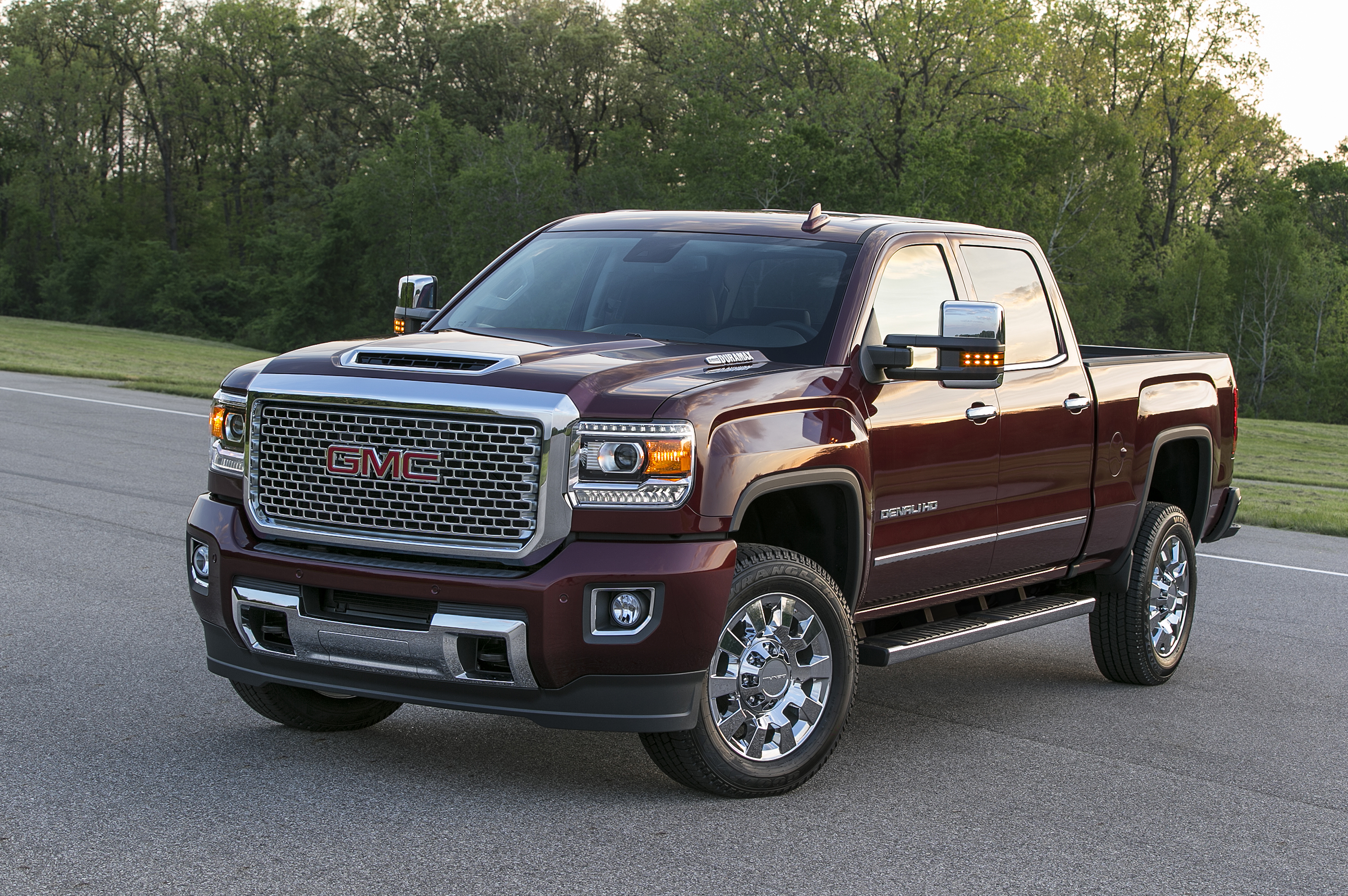 2017 gmc sierra denali 2500 heavy duty hides something under its hood scoop autoevolution