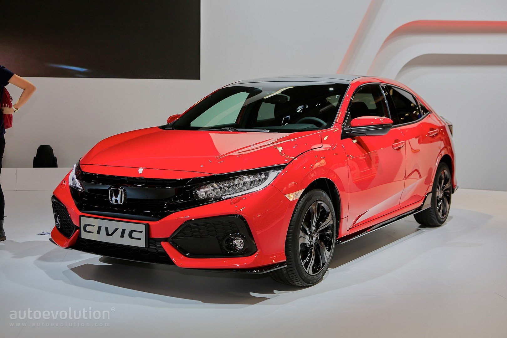 2017 honda civic hatchback looks like a race car in paris autoevolution. Black Bedroom Furniture Sets. Home Design Ideas