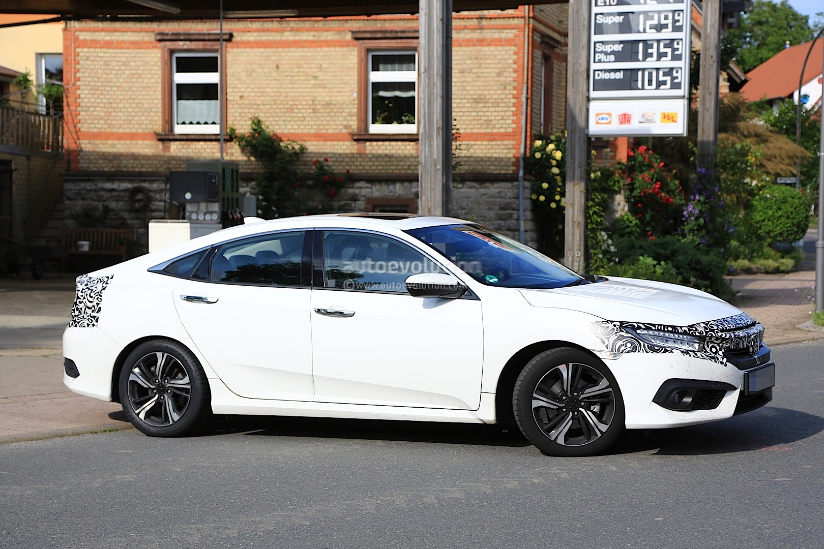 2017 honda civic sedan spied almost undisguised in europe autoevolution. Black Bedroom Furniture Sets. Home Design Ideas