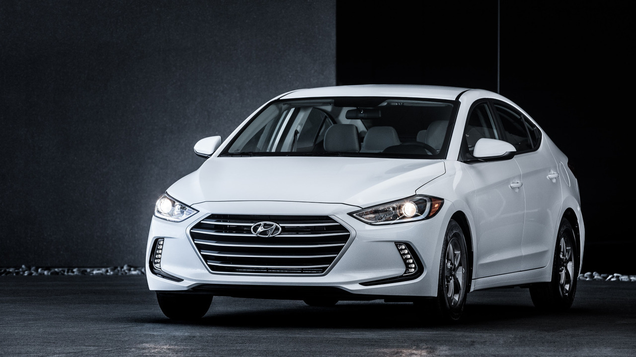 Hyundai Accent Mpg >> 2017 Hyundai Elantra Eco Brings 40 Mpg For 21 485 Autoevolution