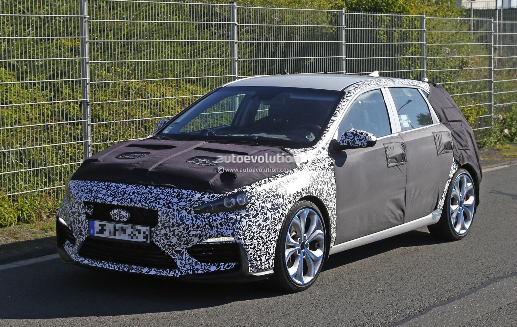2017 Hyundai i30 N Shows More Skin In Latest Spy Shots ...