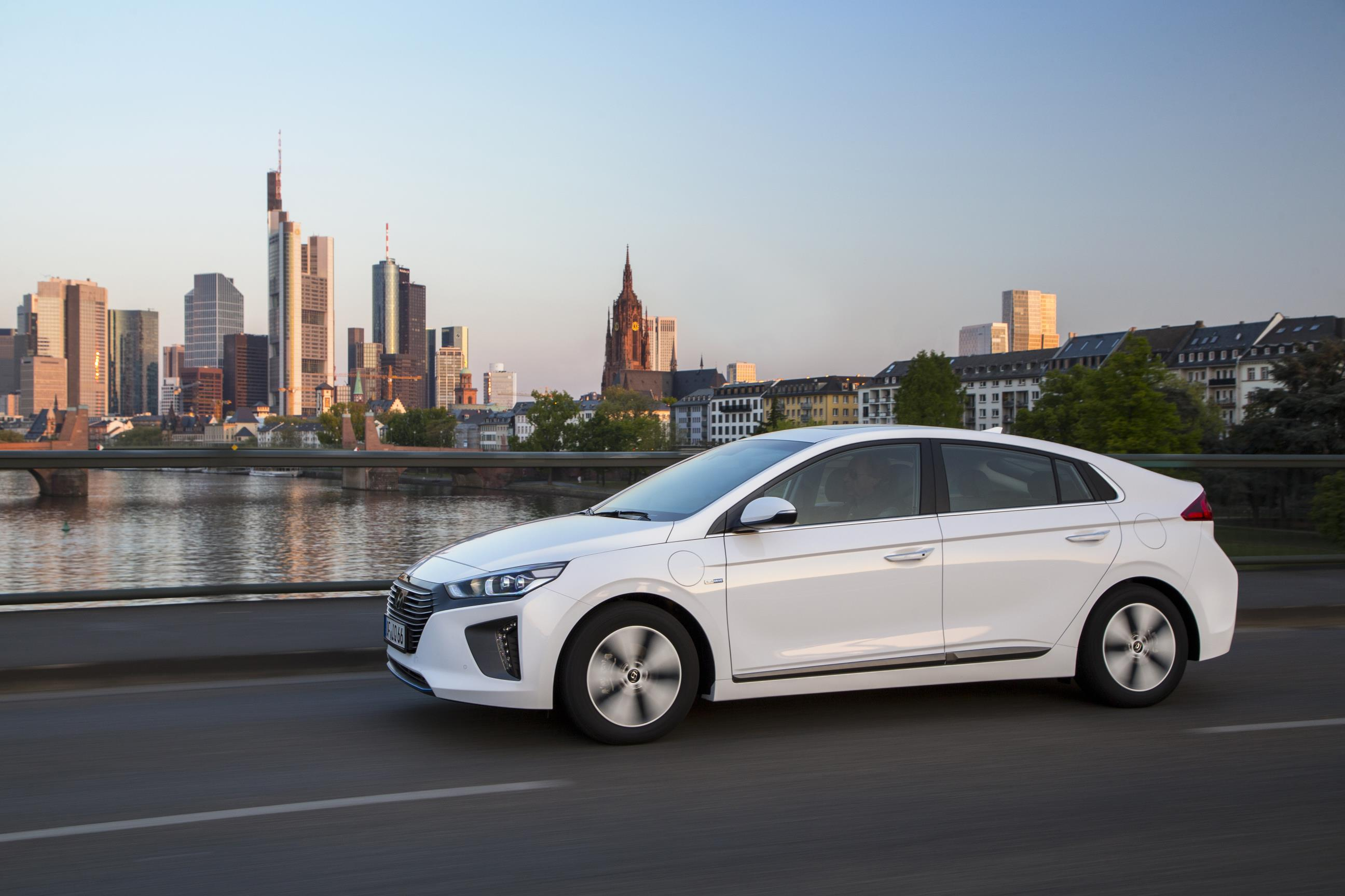 11 Photos 2017 Hyundai Ioniq Plug In Hybrid