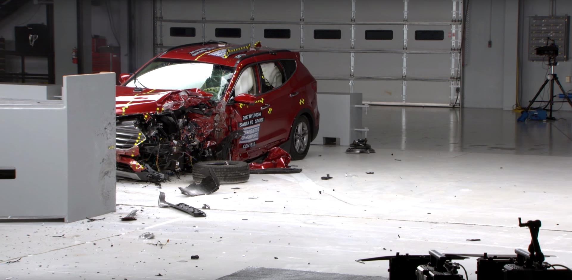 2017 hyundai santa fe sport crash tested earns top safety pick rating autoevolution. Black Bedroom Furniture Sets. Home Design Ideas