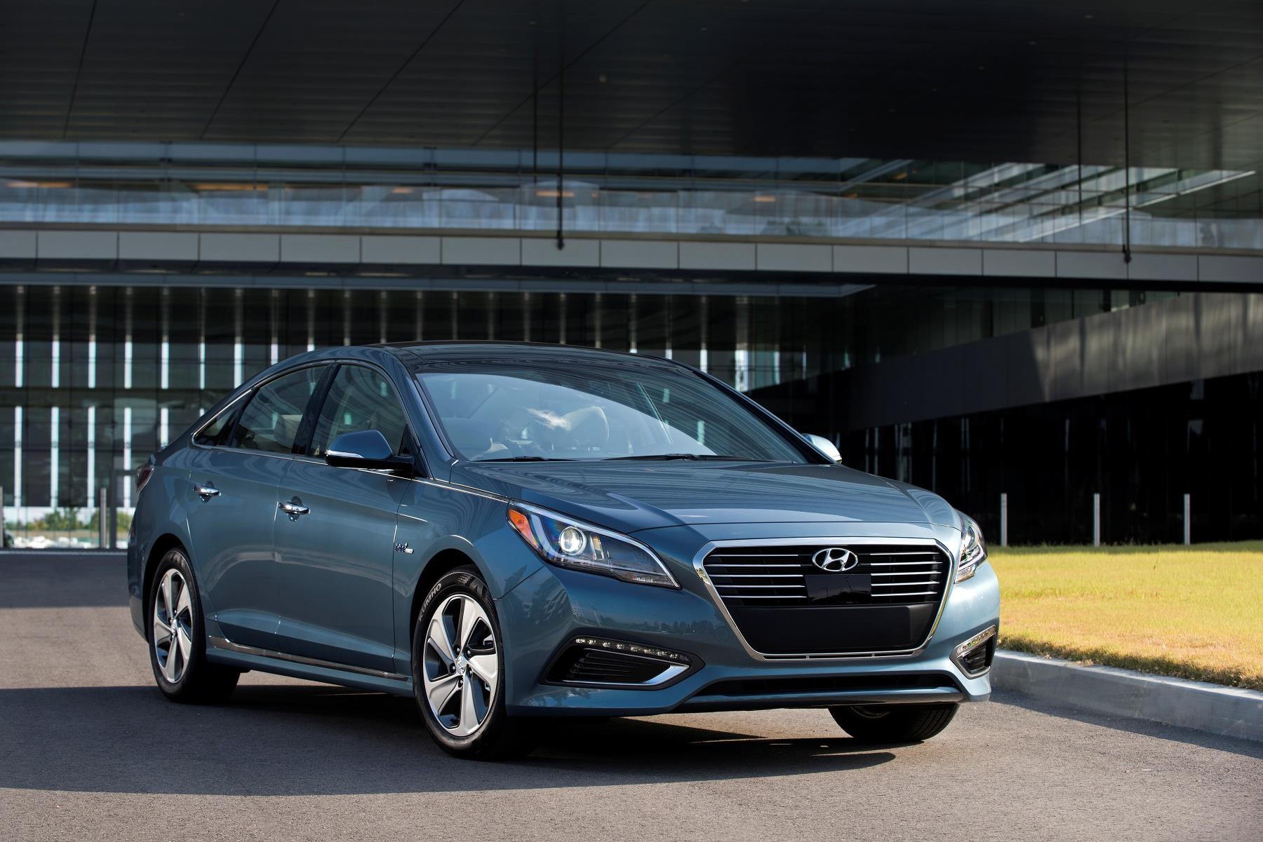 2017 hyundai sonata plug in hybrid offers 27 mile ev range with new colors autoevolution. Black Bedroom Furniture Sets. Home Design Ideas