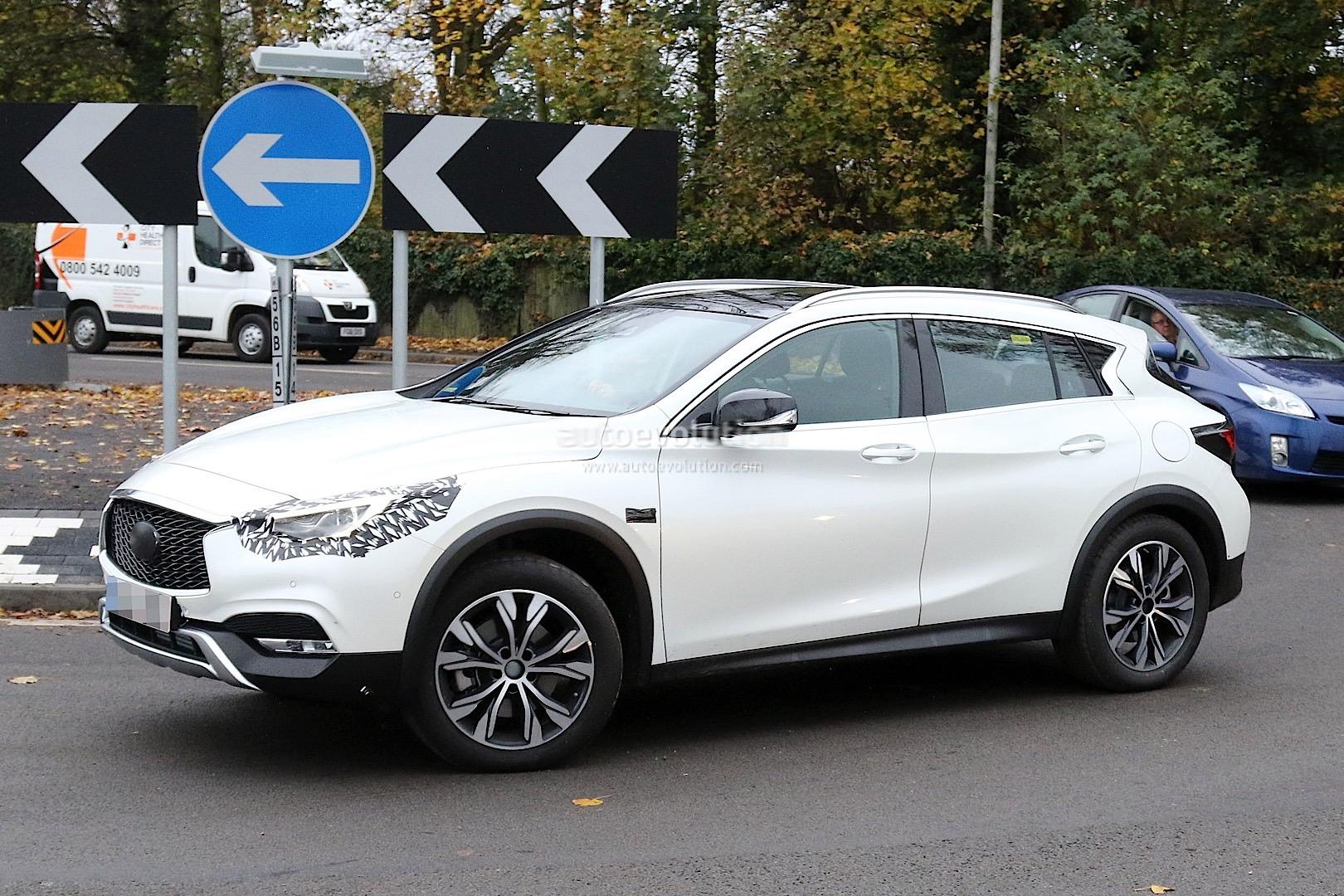 2017 Infiniti Qx30 Crossover Spied With Virtually No