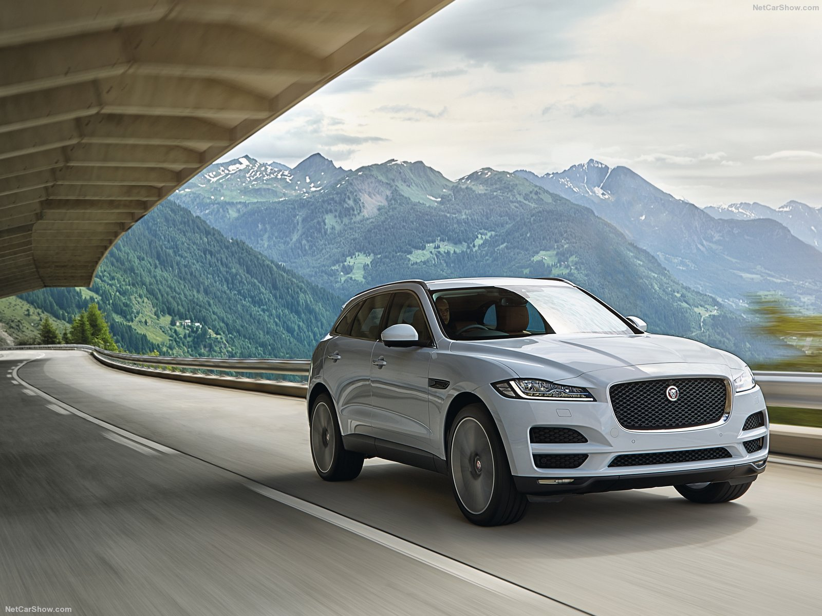 2017 jaguar f pace us prices revealed more expensive entry level version than all rivals. Black Bedroom Furniture Sets. Home Design Ideas