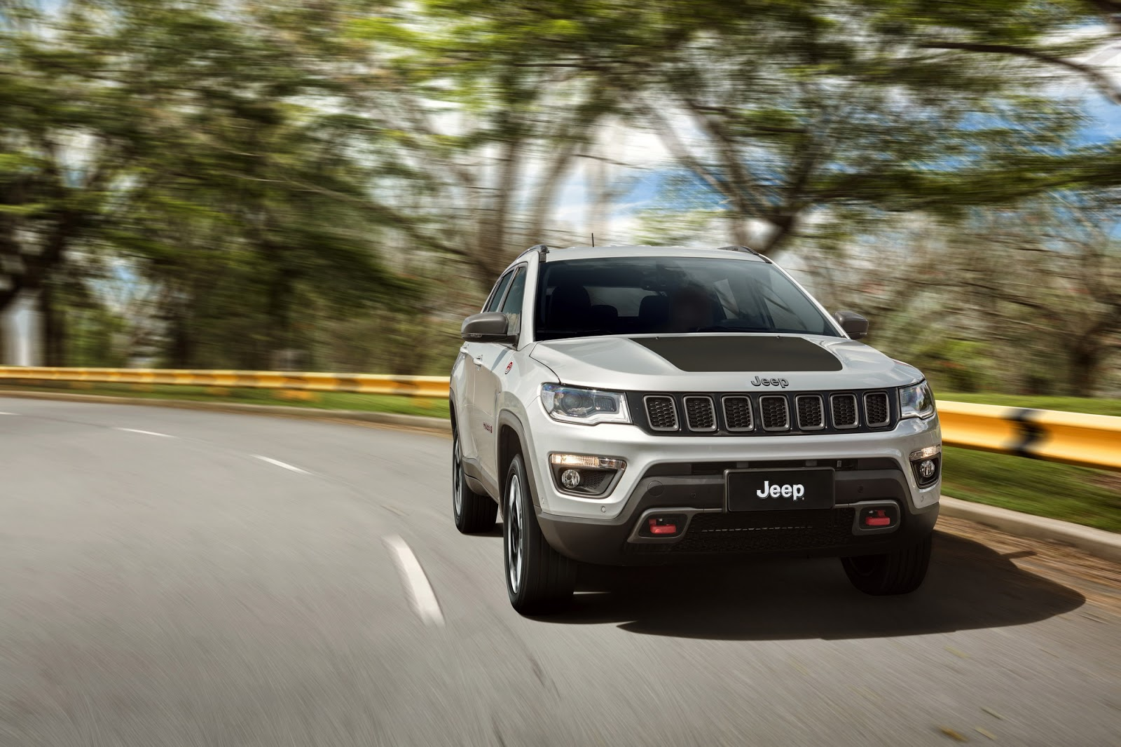 2017 jeep compass poses for the camera in all trim levels. Black Bedroom Furniture Sets. Home Design Ideas