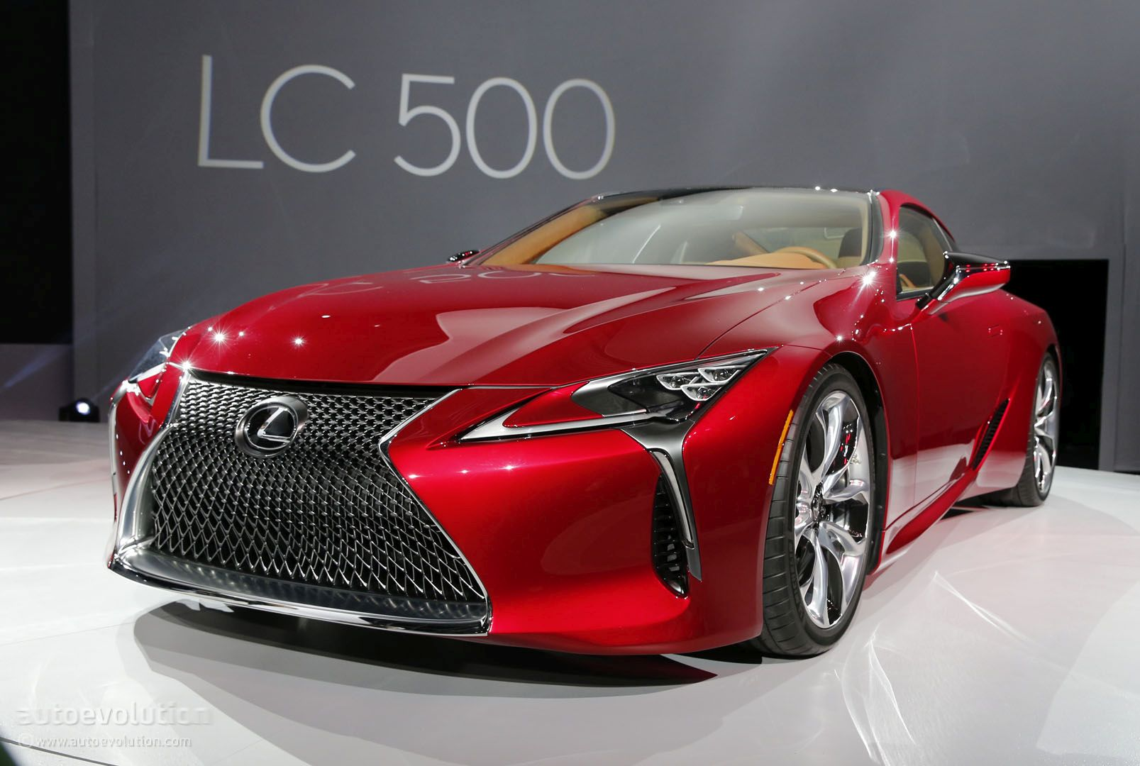 2017 lexus lc 500 hunts down mercedes s class coupe in detroit autoevolution. Black Bedroom Furniture Sets. Home Design Ideas