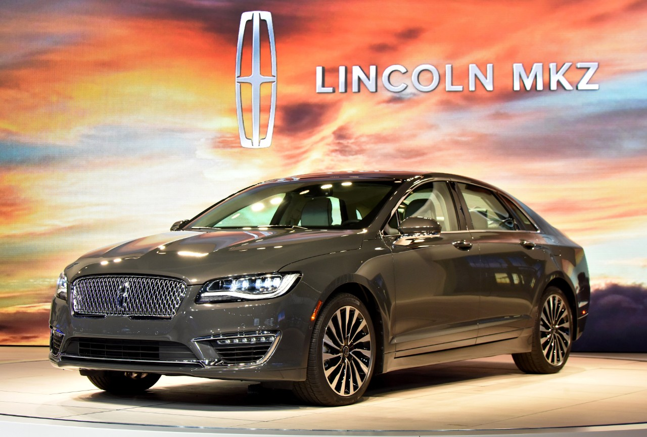 2017 lincoln mkz tries too hard to look better than the ford fusion autoevolution