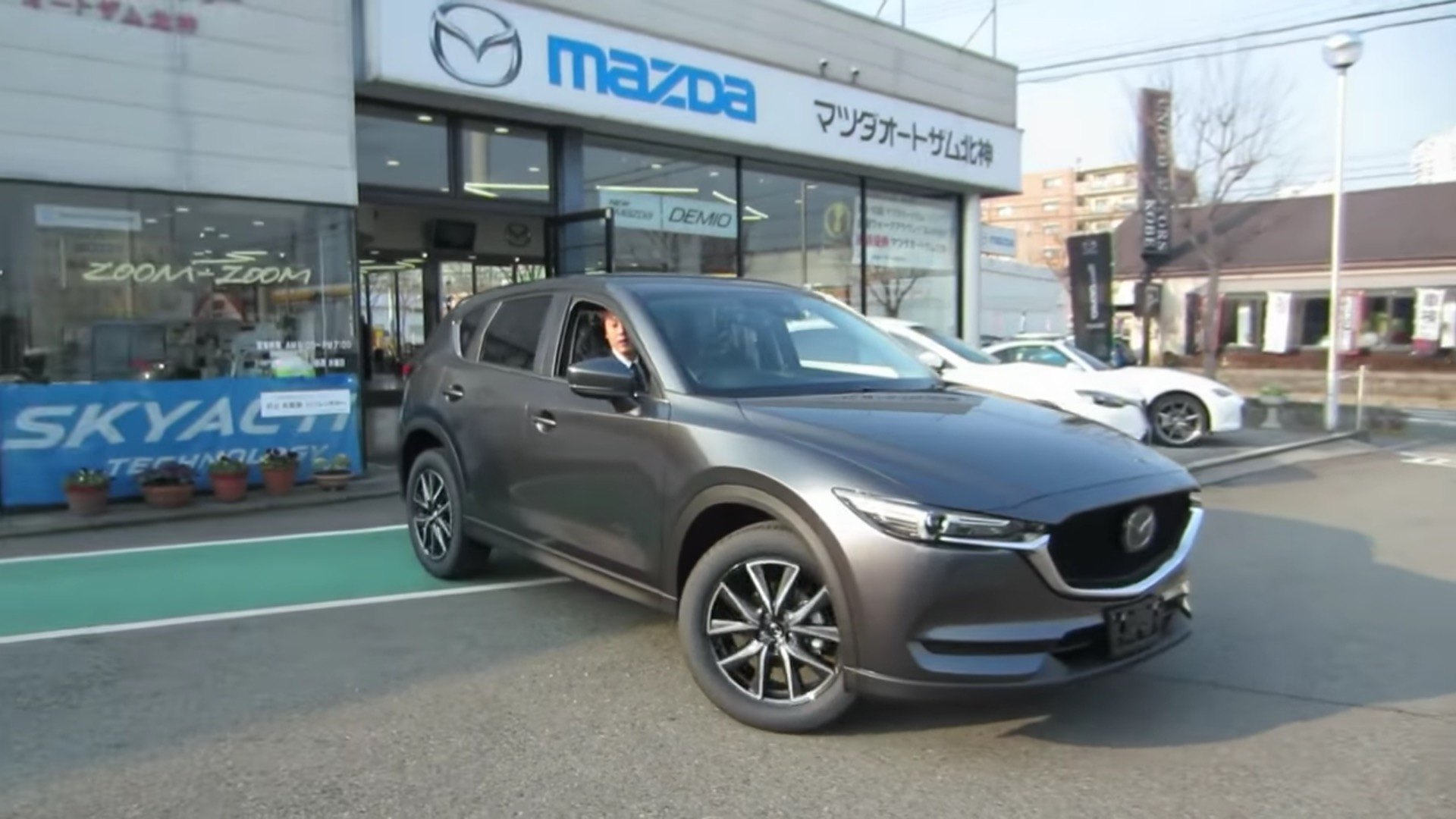 2017 mazda cx 5 starts rolling into japanese dealer showrooms autoevolution. Black Bedroom Furniture Sets. Home Design Ideas
