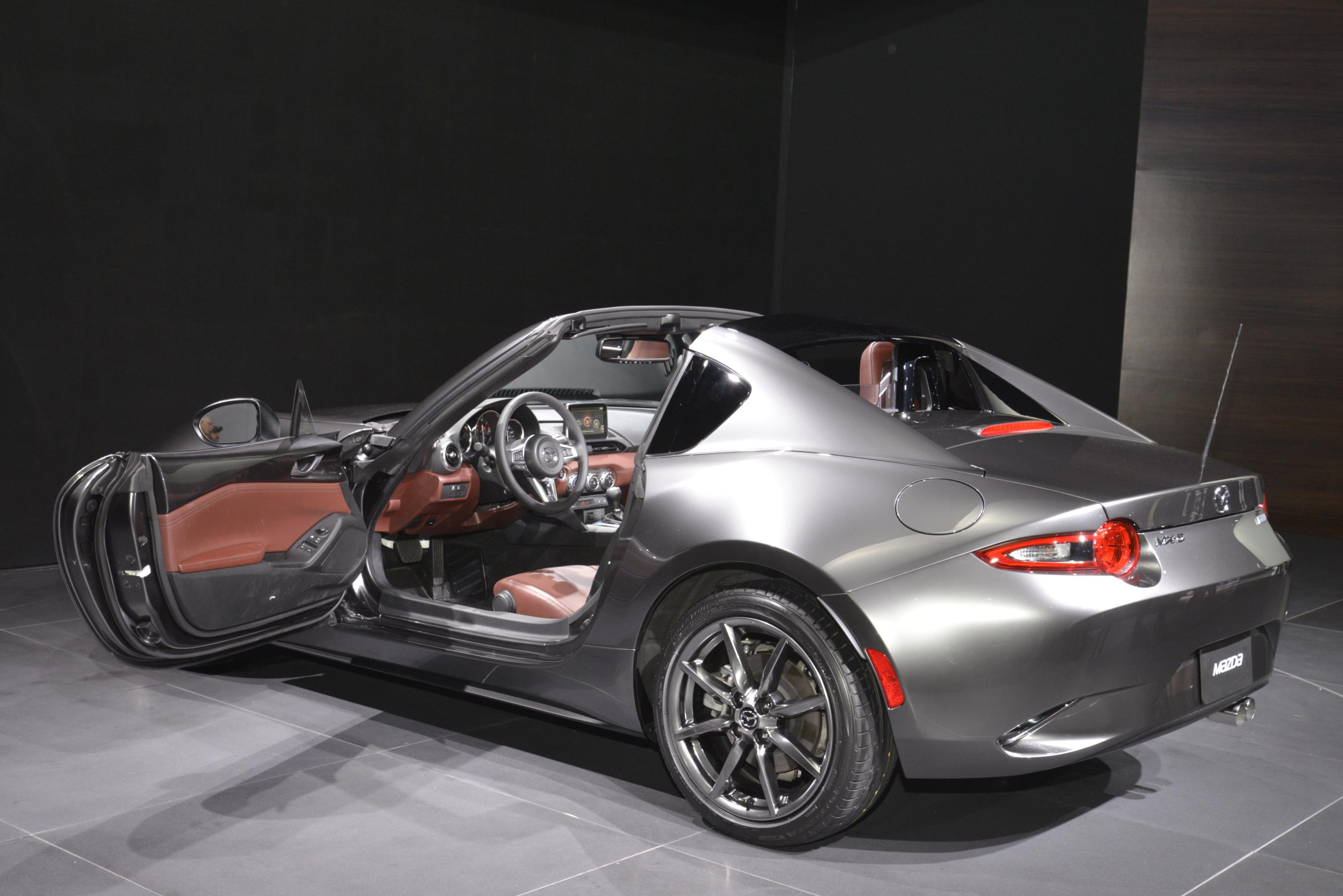 2017 Mazda Miata Price >> 2017 Mazda Mx 5 Rf Features Fake Quarter Glass And Redish Brown