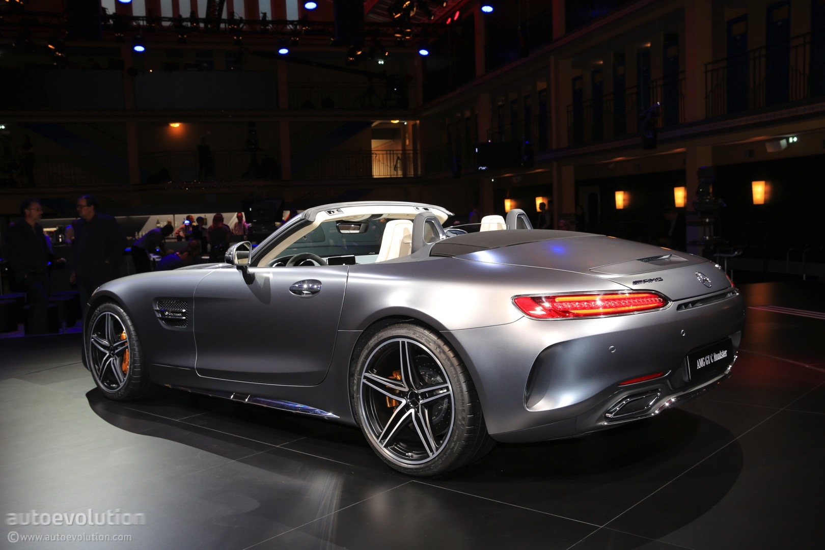 https://s1.cdn.autoevolution.com/images/news/2017-mercedes-amg-gt-c-roadster-shows-up-topless-in-paris-111684_1.jpg