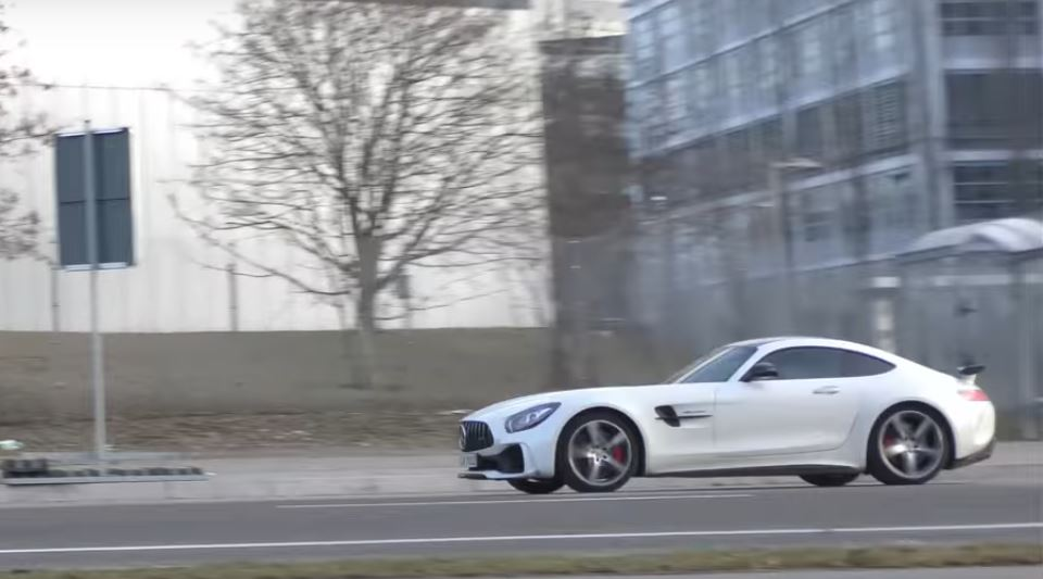 https://s1.cdn.autoevolution.com/images/news/2017-mercedes-amg-gt-r-already-spotted-in-german-traffic-sounds-brutal-115305_1.jpg