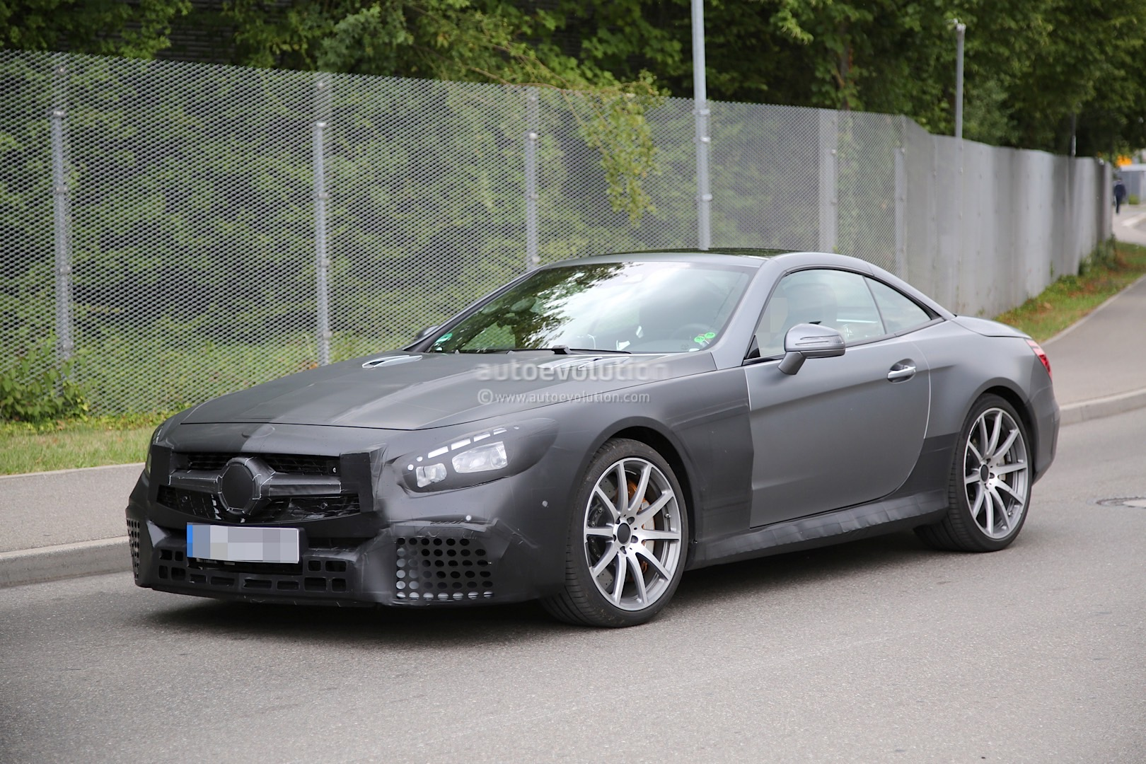 spyshots 2017 mercedes amg sl63 spotted for the first time autoevolution. Black Bedroom Furniture Sets. Home Design Ideas