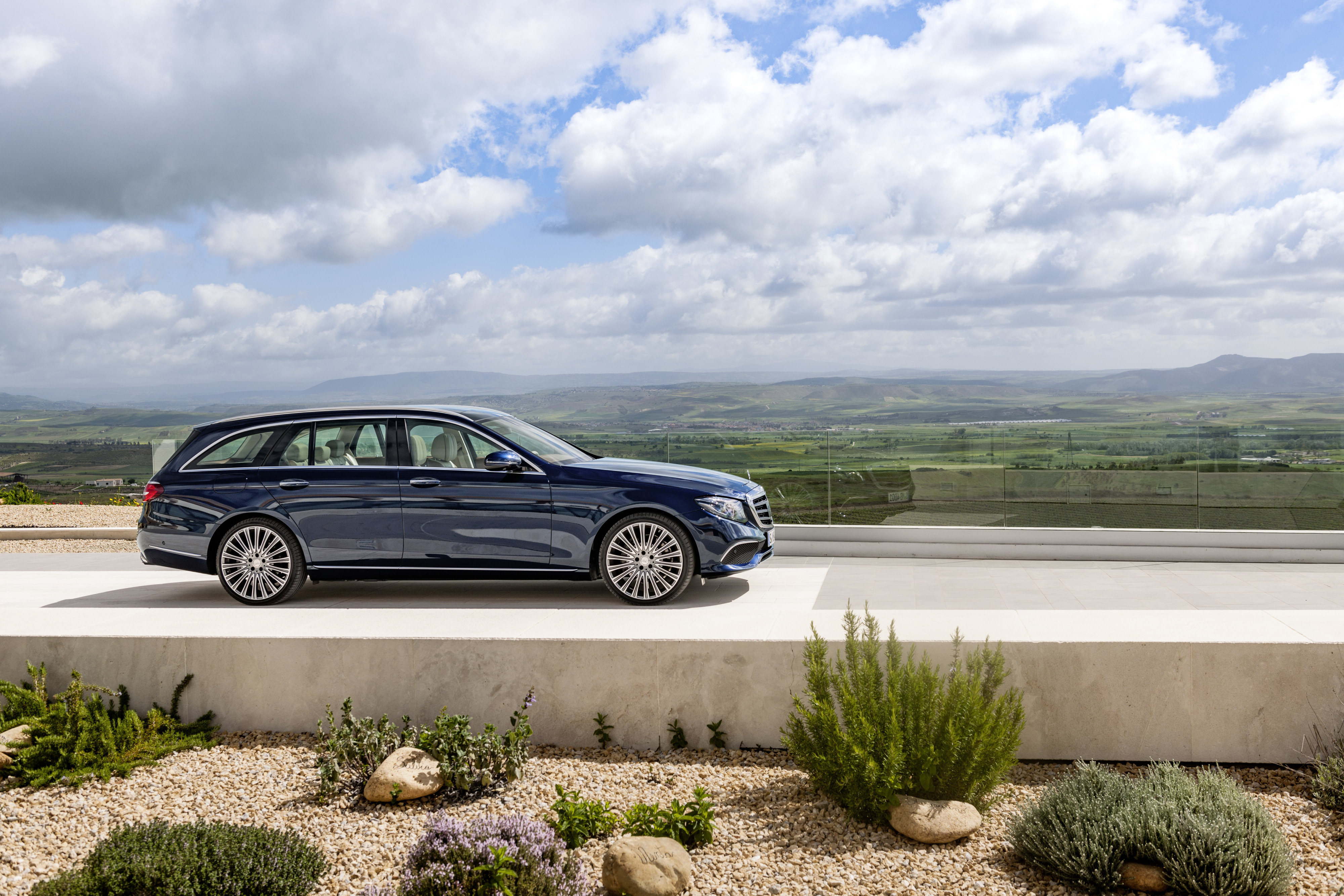 https://s1.cdn.autoevolution.com/images/news/2017-mercedes-benz-e-class-estate-priced-in-the-uk-109803_1.jpeg
