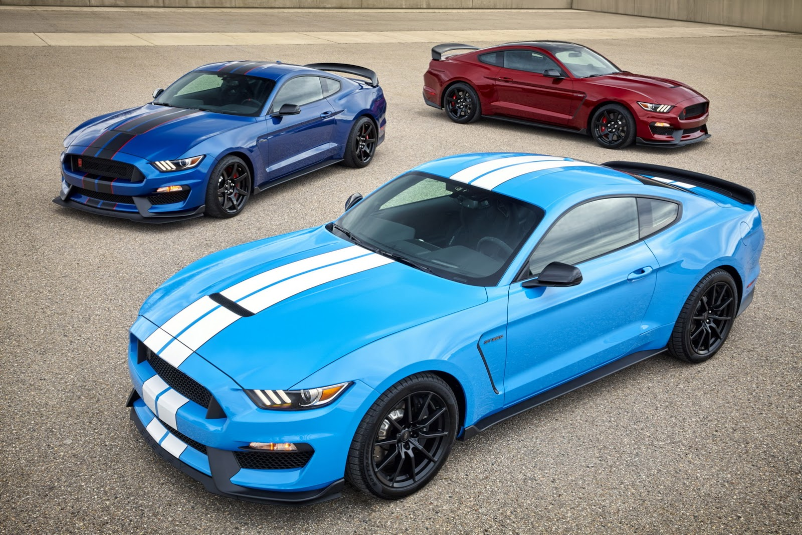 2017 mustang shelby gt350 first pics of new colors are mind blowing autoevolution. Black Bedroom Furniture Sets. Home Design Ideas