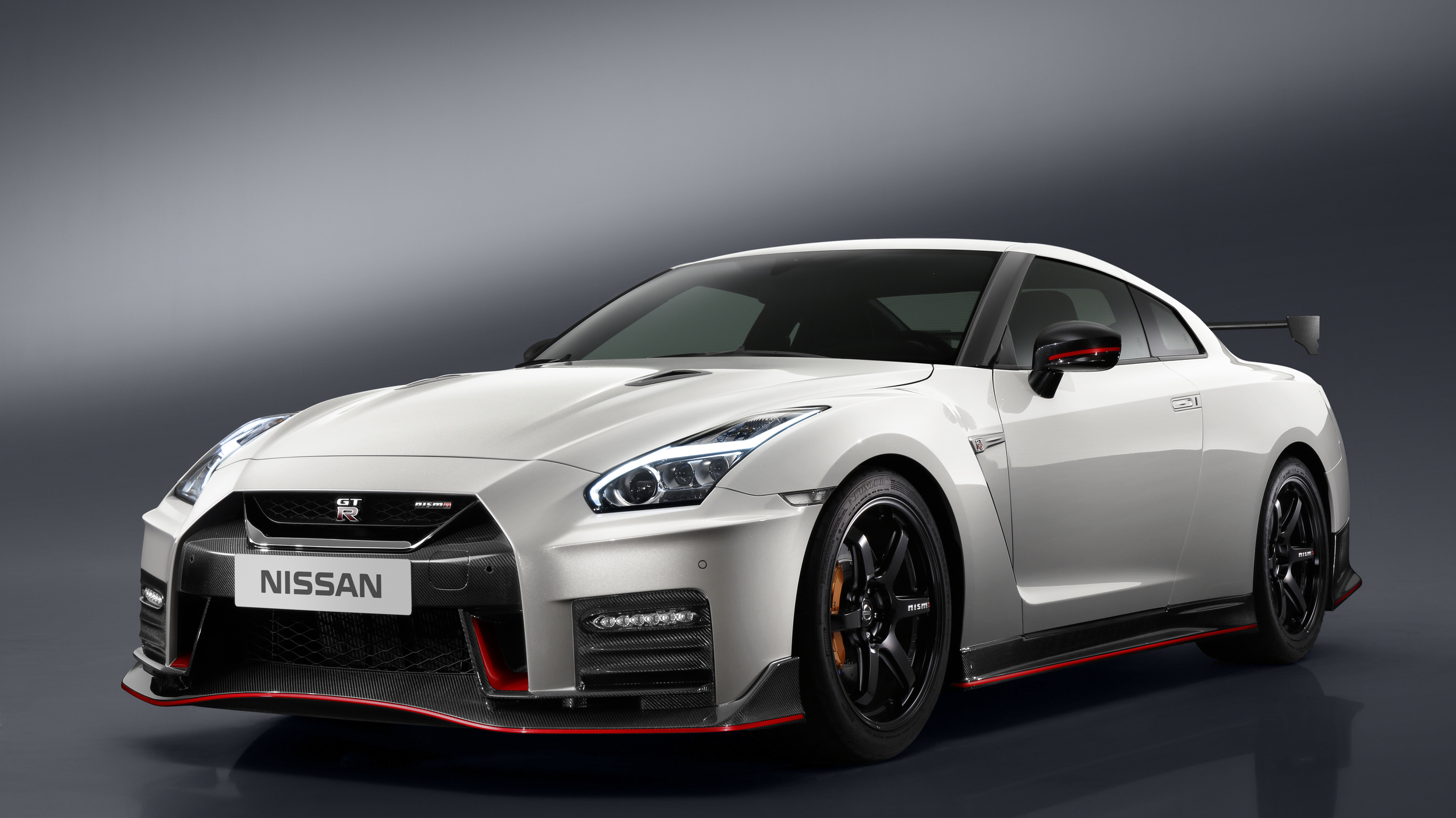 2017 Nissan Gt R Nismo Costs 176 585 Over 100 000 More