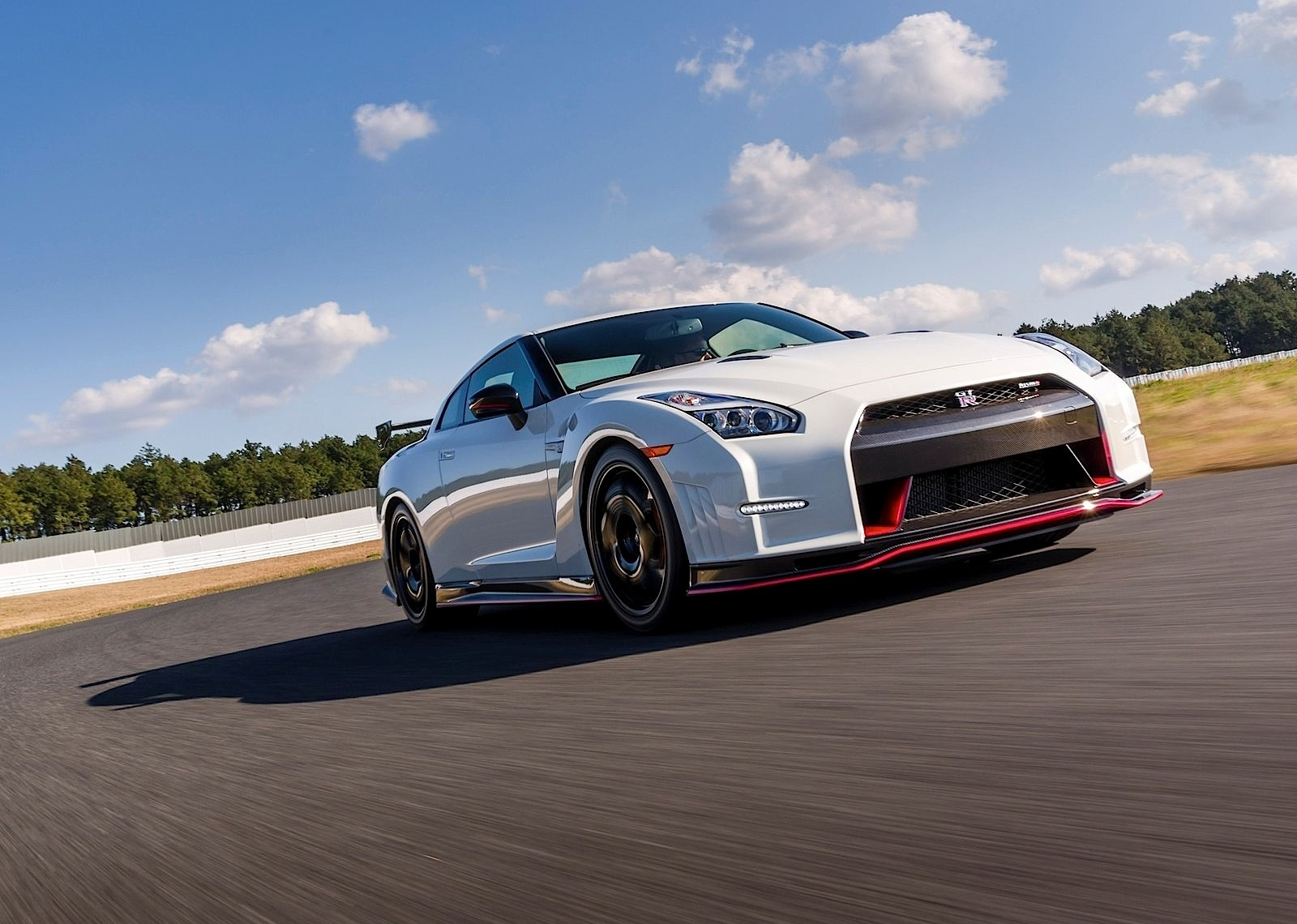 2017 Nissan Gt R Nismo Wallpapers Hd Images: 2017 Nissan GT-R Nismo Priced In Europe From €184,950 / £