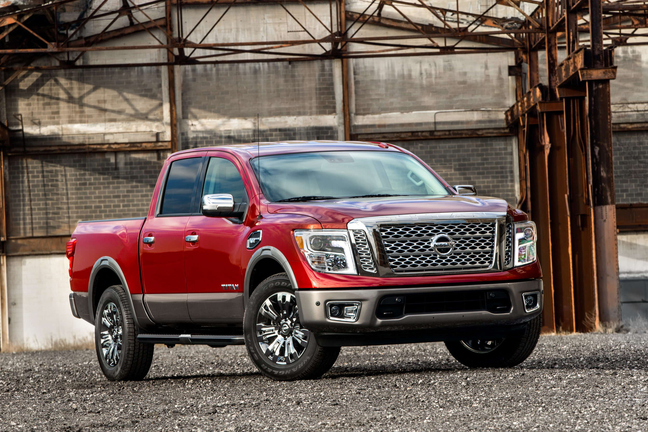 2017 nissan titan half ton in crew cab form priced from 35 975 autoevolution. Black Bedroom Furniture Sets. Home Design Ideas