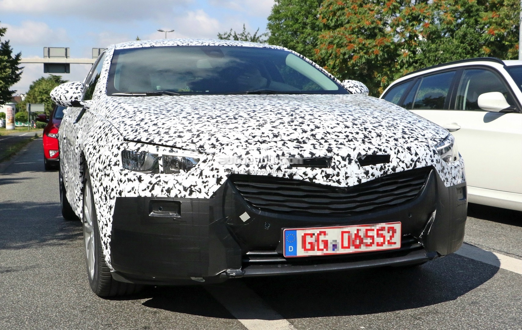 2017 opel insignia spied with halogen headlights led taillights autoevolution. Black Bedroom Furniture Sets. Home Design Ideas