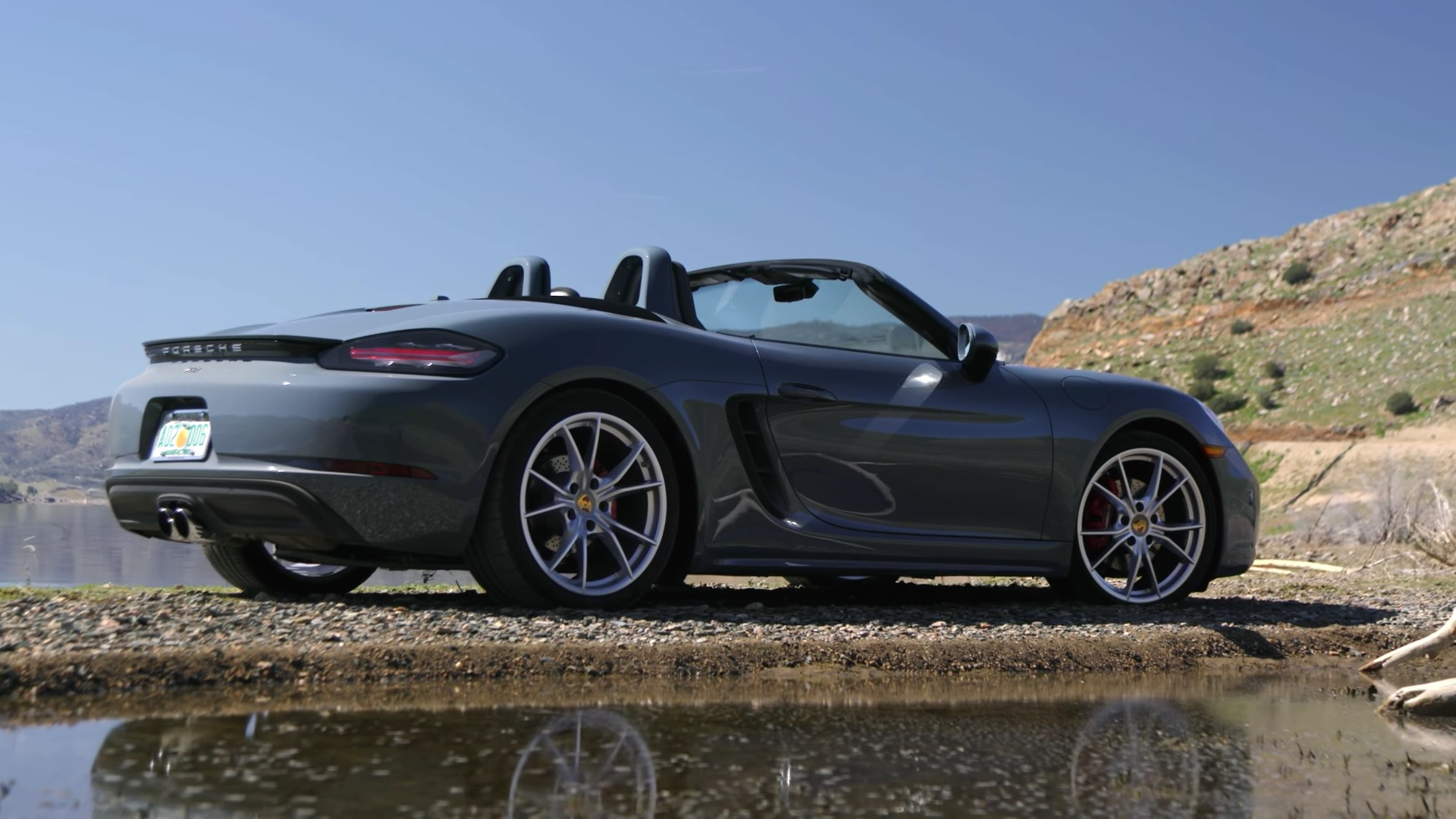 2017 porsche 718 boxster s review concludes that something is woefully missing autoevolution. Black Bedroom Furniture Sets. Home Design Ideas