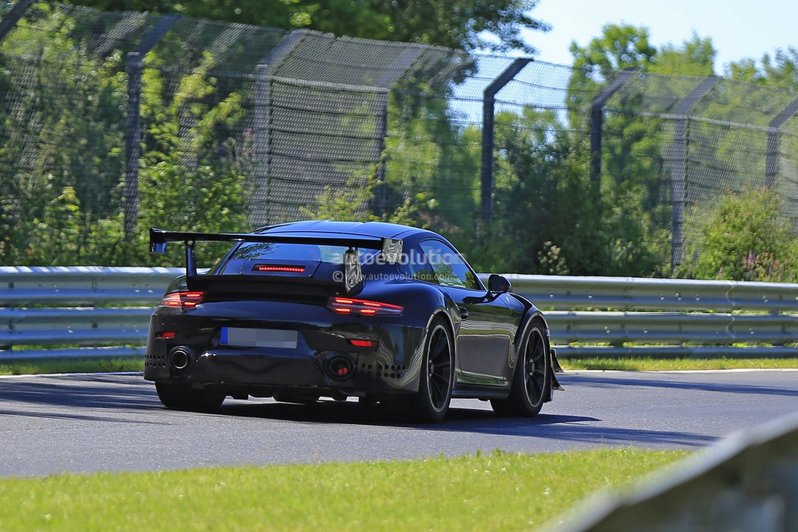 2017 porsche 911 gt2 991 2 spied showing red hot exhaust autoevolution. Black Bedroom Furniture Sets. Home Design Ideas