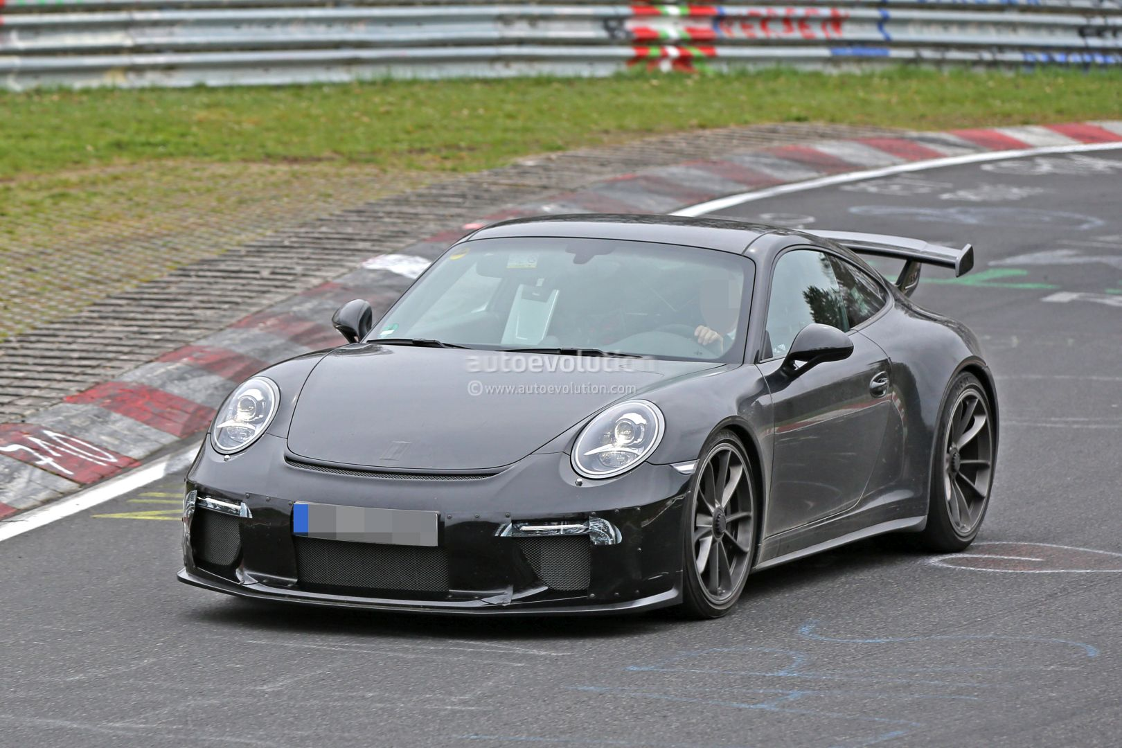 2017 porsche 911 gt3 spied on nurburgring to get 911 r 6 speed manual as option autoevolution. Black Bedroom Furniture Sets. Home Design Ideas