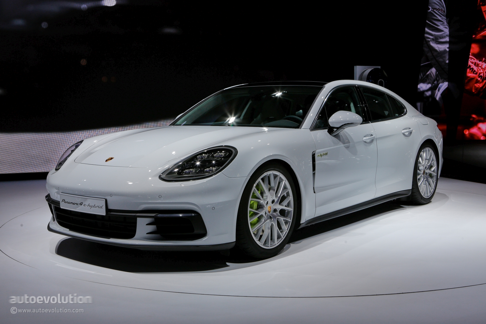 2017 Porsche Panamera 4 E Hybrid Is A Paris Glimpse Into