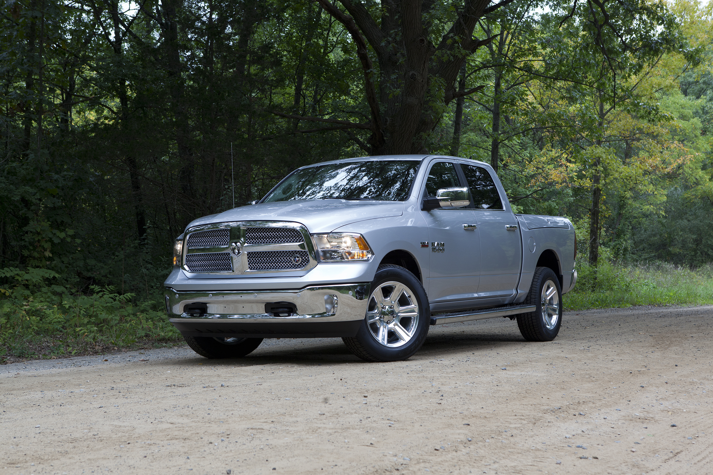 Dodge Trucks 2016 >> 2017 Ram 1500 Updates Include Lone Star Silver Edition - autoevolution