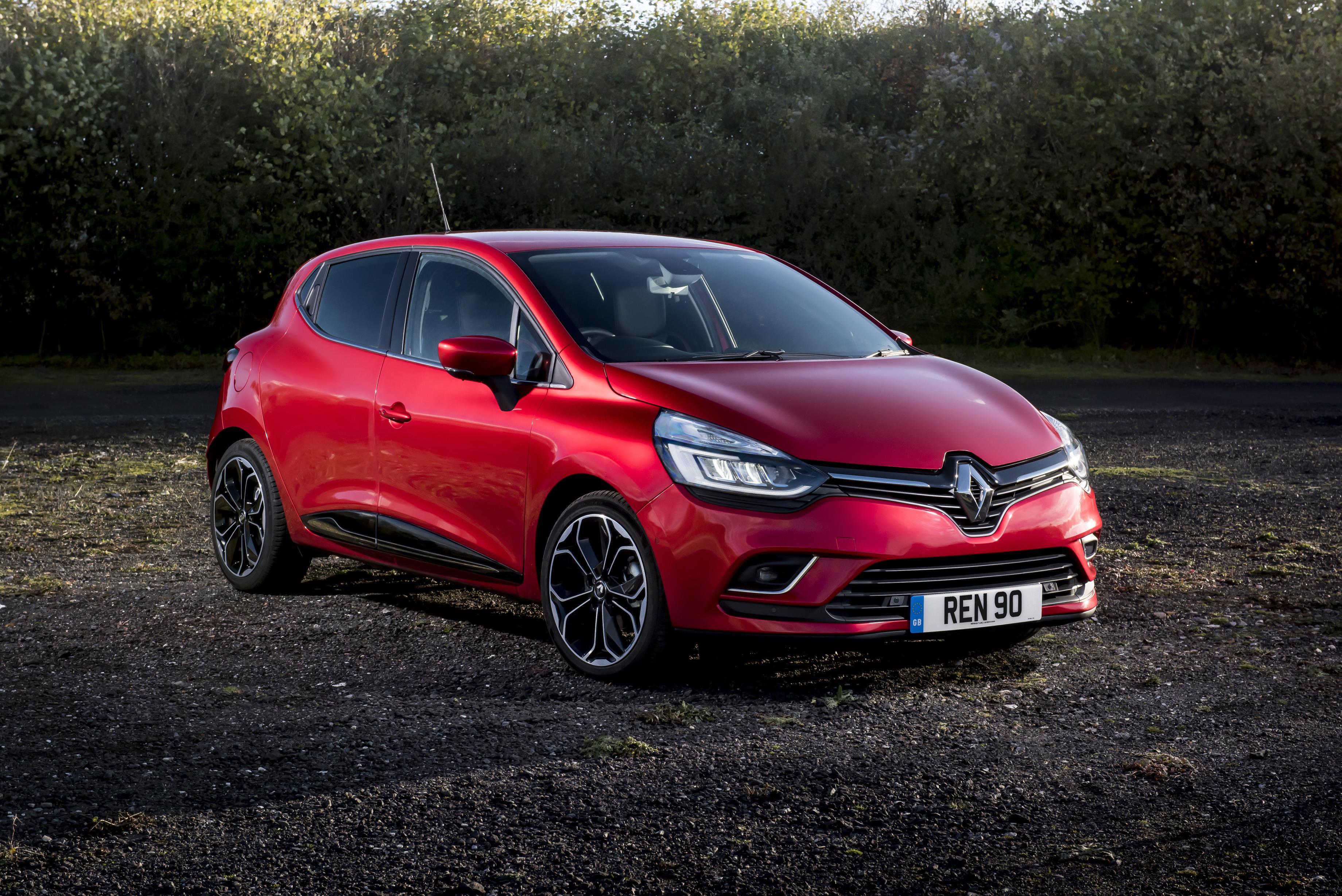 Renault Clio 2017 >> 2017 Renault Clio Goes Upmarket Thanks To Signature Nav Trim