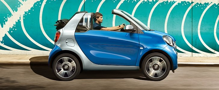 2017 smart fortwo cabrio is the cheapest convertible you can buy in the u s autoevolution. Black Bedroom Furniture Sets. Home Design Ideas
