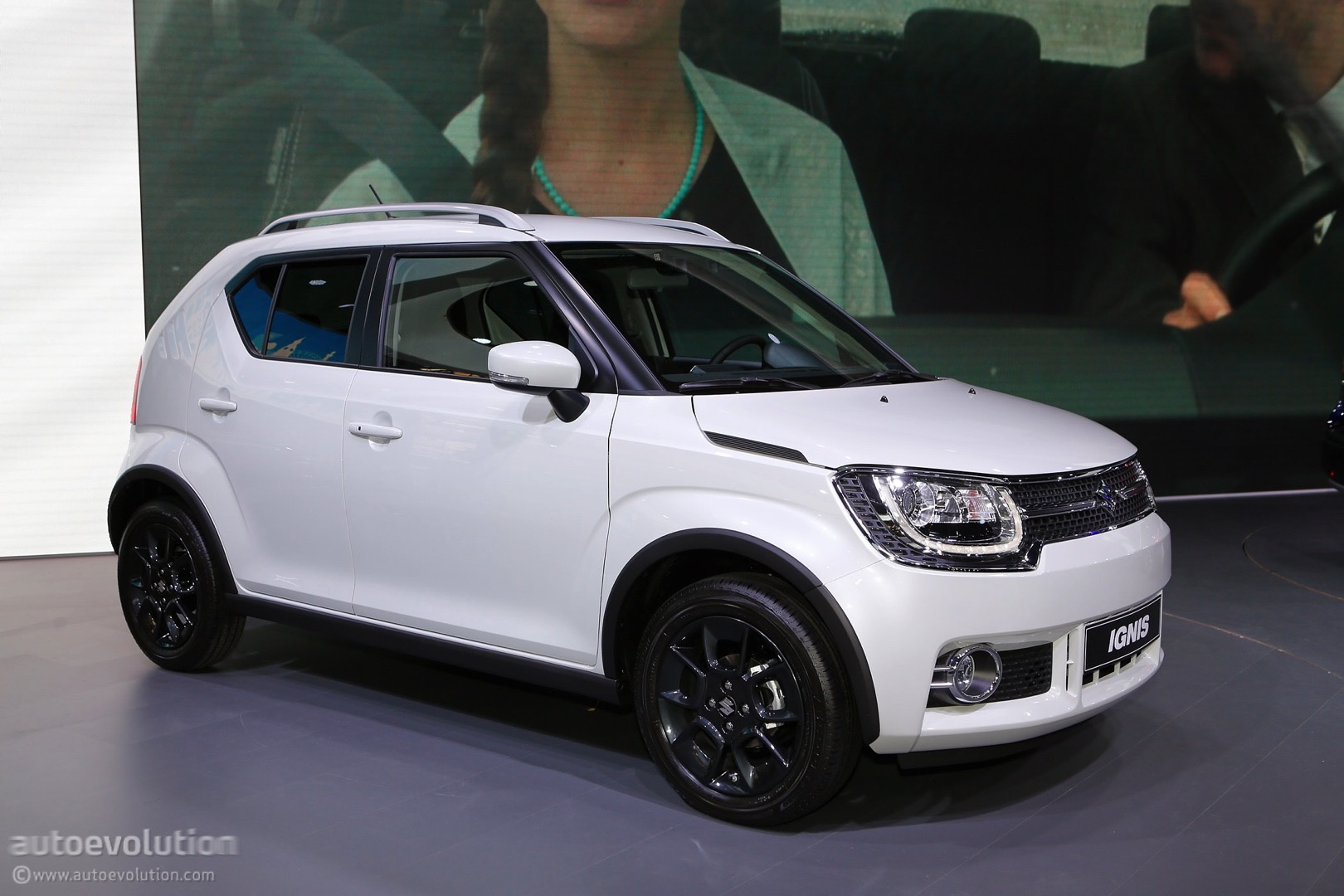 2017 suzuki ignis locks down on paris sx4 s cross facelift still unsightly autoevolution. Black Bedroom Furniture Sets. Home Design Ideas