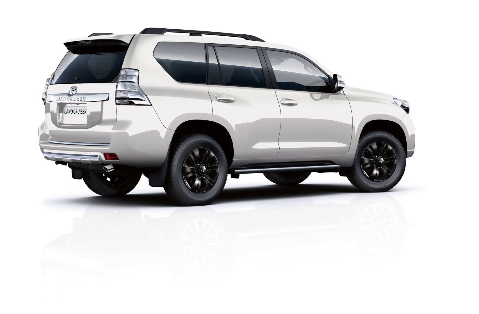 2017 toyota land cruiser prado gets range topping invincible x grade in the uk autoevolution. Black Bedroom Furniture Sets. Home Design Ideas