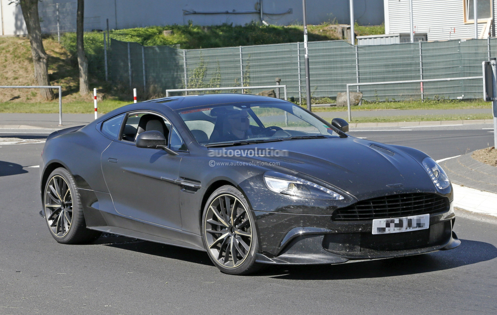 2018 aston martin vanquish s spied a 600 hp v12 swansong before twin turbo era autoevolution. Black Bedroom Furniture Sets. Home Design Ideas