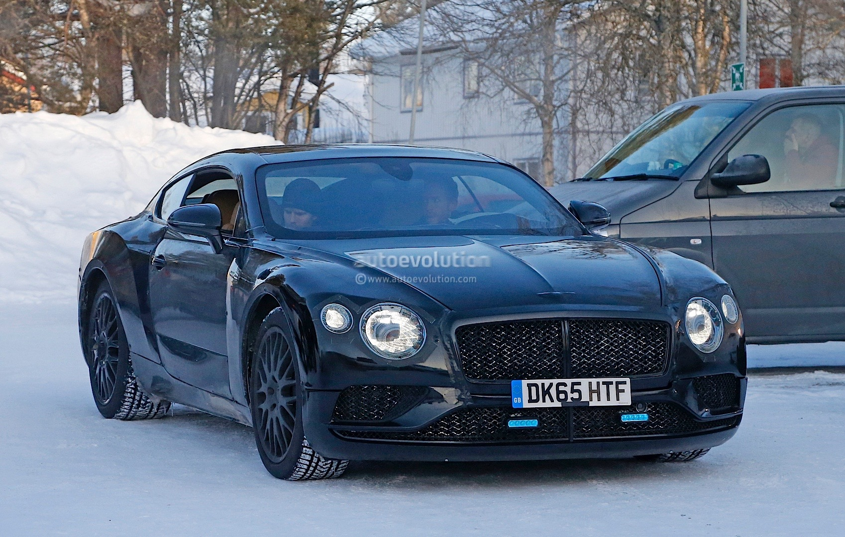 2018 bentley continental gt spied again exp 10 speed 6 headlights look fabulous autoevolution. Black Bedroom Furniture Sets. Home Design Ideas