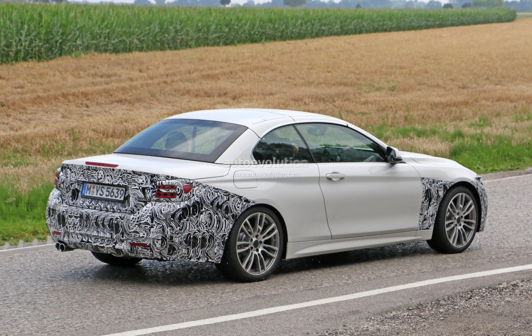 2018 Bmw 4 Series Review >> 2018 Bmw 4 Series Convertible Makes Spyshot Debut Ready To Beat