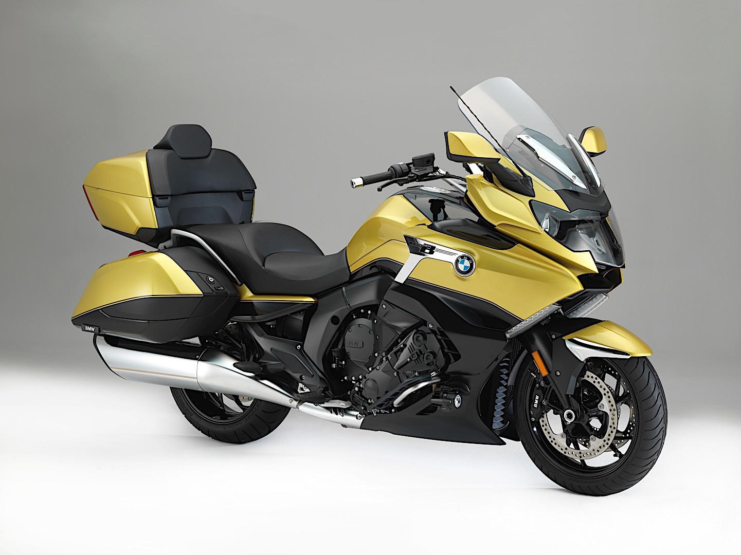 2017 eicma new bmw k 1600 grand america is here to tackle. Black Bedroom Furniture Sets. Home Design Ideas