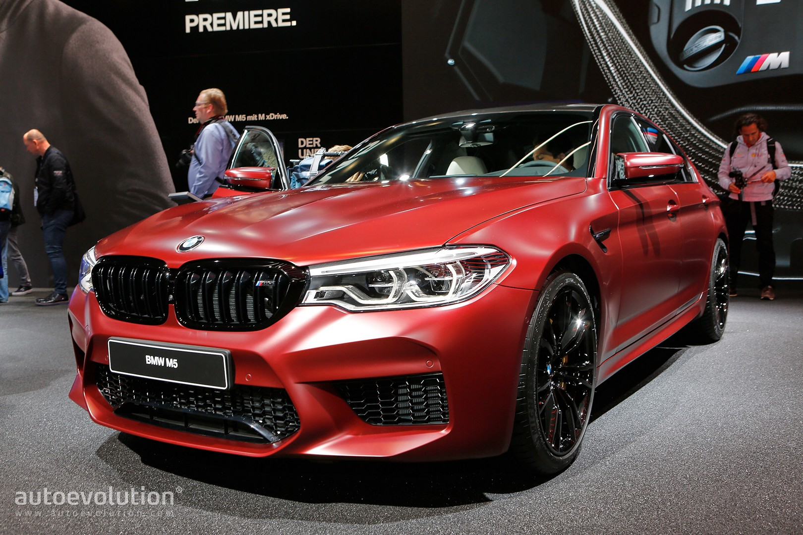2018 bmw m5 flaunts 600 hp awd and frozen red paint autoevolution. Black Bedroom Furniture Sets. Home Design Ideas