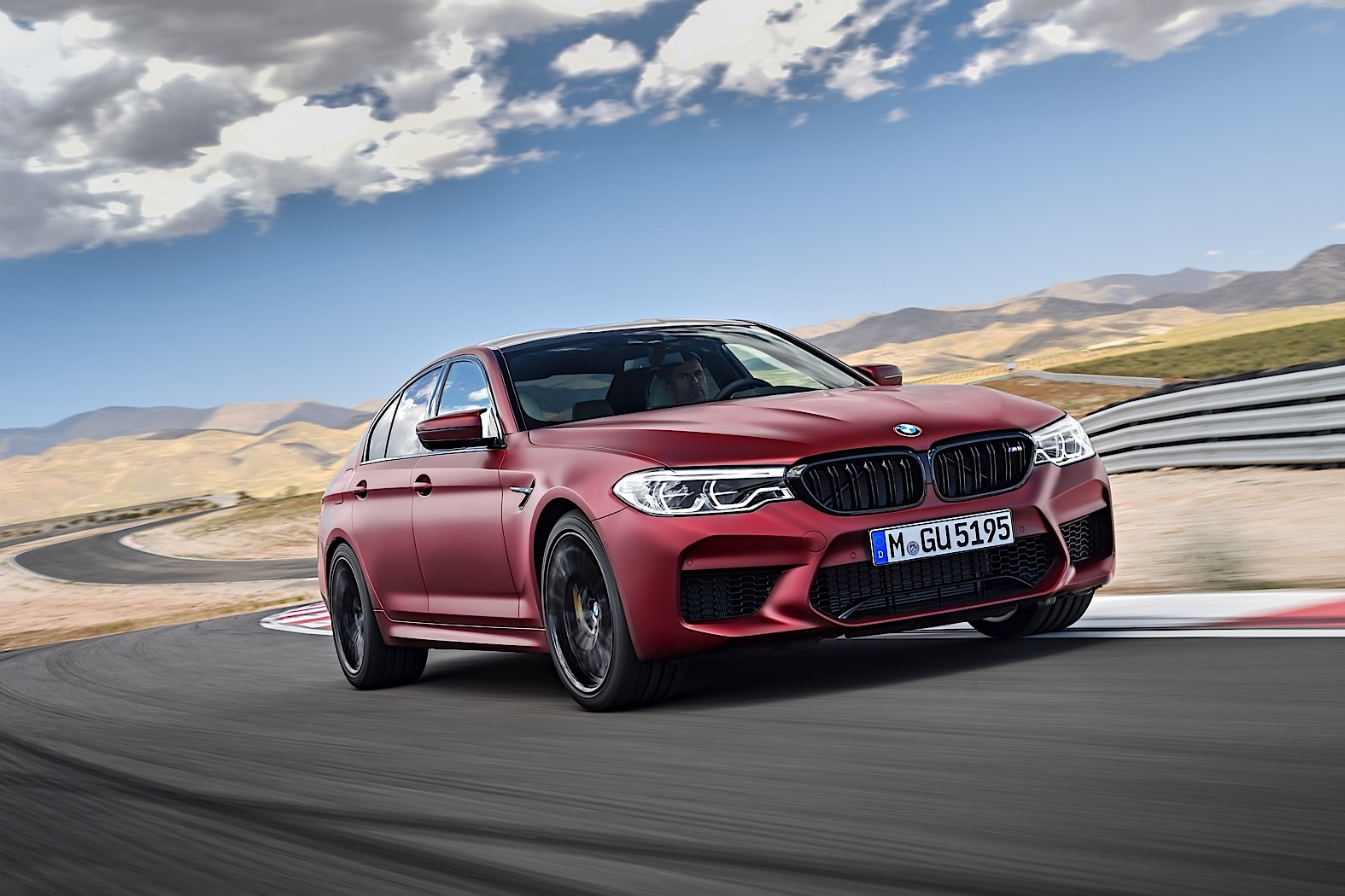 BMW M5 officially revealed