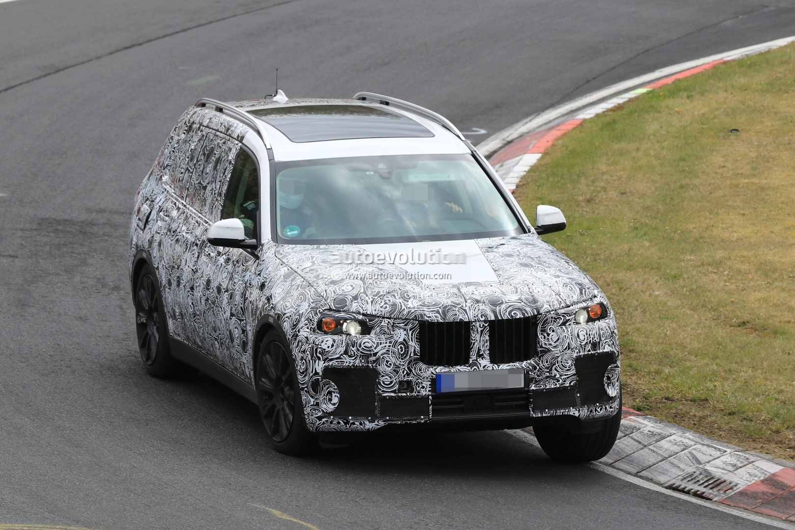 2018 bmw x7 hits the nurburgring prototype tilts like a. Black Bedroom Furniture Sets. Home Design Ideas